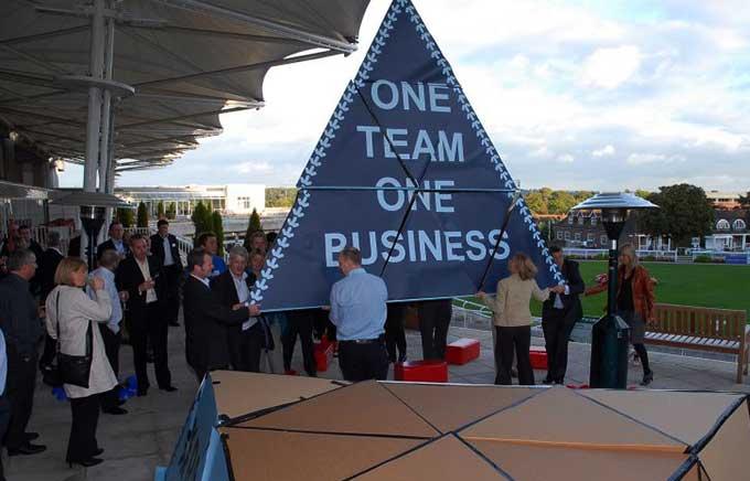 картонный тимбилдинг Пирамида