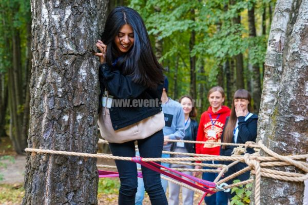 тимбилдинг-для-парфюмерной-компании-в-лесу